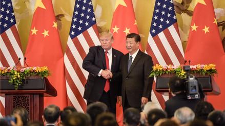 Donald Trump firma en China acuerdos comerciales por 250,000 millones de dólares