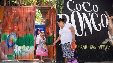 Conoce la historia del 'Coco Bongo', el bar que de día es un colegio