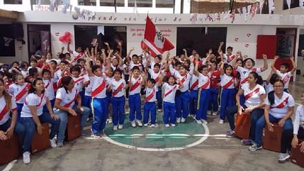 Trujillo: Escolares alientan a la selección peruana al son del cajón
