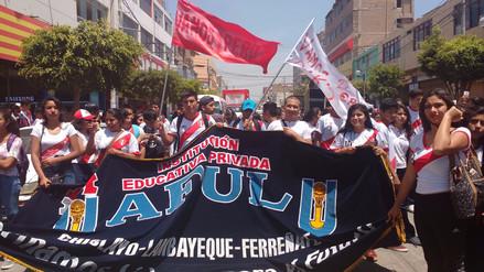 Escolares toman calles chiclayanas alentando a la selección
