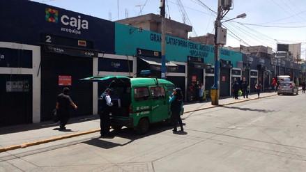 Clausuran tres centros comerciales por alto riesgo