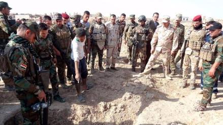 Fuerzas iraquíes descubrieron fosas comunes con 400 cadáveres