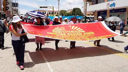Huancayo: administrativos de educación acatan 26 días de huelga indefinida