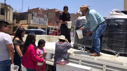 Ganaderos de Huaura regalan leche como medida de protesta