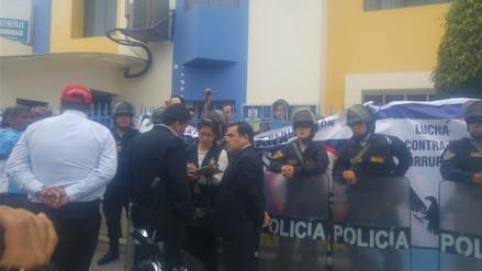 Alumnos toman rectorado de la Universidad San Pedro exigiendo salida de rector
