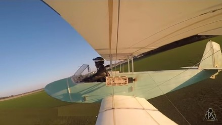 Video | Construyó su propio avión con piezas compradas por Internet