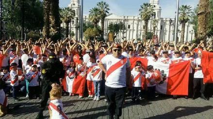 PNP alentó a la selección peruana desde Plaza de Armas de Arequipa