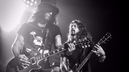 Video | Dave Grohl tocó en vivo con los Guns N' Roses