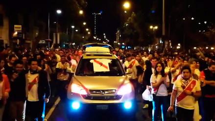 Perú al Mundial: cientos de hinchas cantaron 'Moscú' en Miraflores luego de clasificar