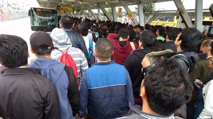 Reportan el colapso de la estación Naranjal del Metropolitano por falta de buses