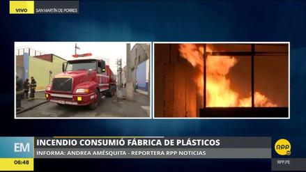 Un incendio consumió una fábrica de plásticos en San Martín de Porres