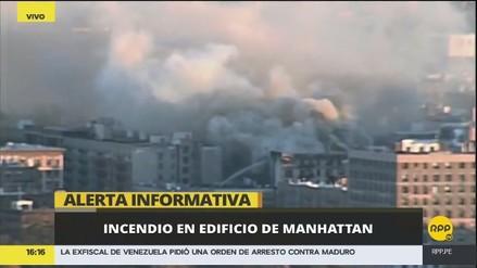 Un incendio en el último piso de un edificio causa alarma en Manhattan