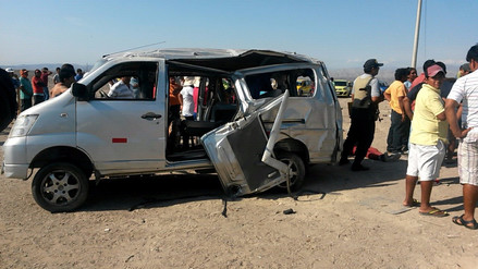Dos muertos y seis heridos dejó vuelco de minivan en Nazca