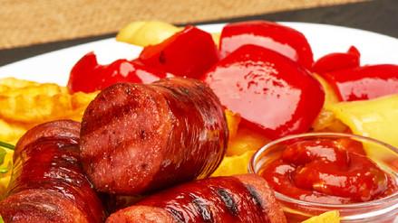 Qué le damos al cuerpo cuando comemos salchipapa