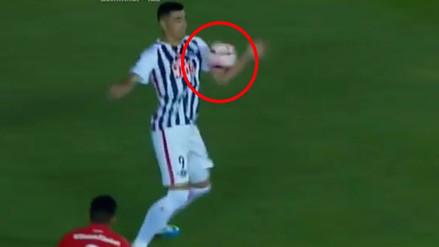 Tacuara Cardozo la bajó con la mano y Víctor Hugo Carrillo validó el gol