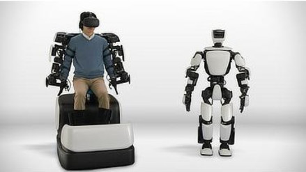 Toyota presentó un robot humanoide controlado mediante exoesqueleto