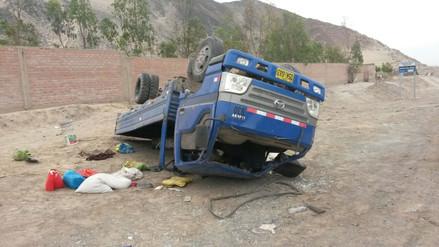Nazca: un muerto y 10 heridos dejó choque entre camión y tráiler