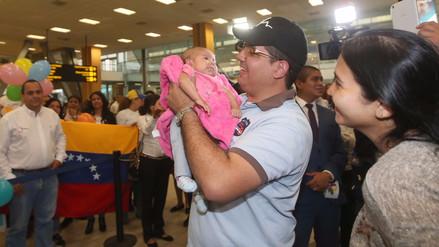 Video | Niños venezolanos se reencontraron con sus padres en el Jorge Chávez
