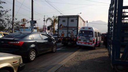 Conductores indignados reportaron caos vehicular en La Molina