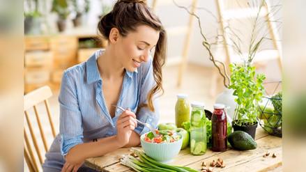 ¿Qué tipos de alimentos no pueden faltar en mi dieta diaria?