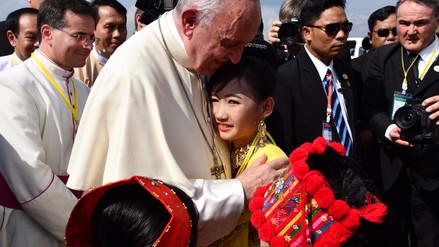 El papa Francisco llegó a Birmania, país acusado de perseguir a una minoría musulmana