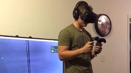 Hombre destrozó un televisor al asustarse con la realidad virtual