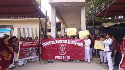 Obstetras de Piura continúan con huelga por incremento de sueldos