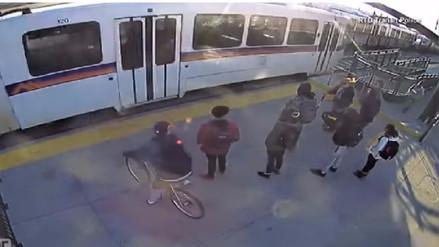 Video | Un hombre salva a invidente de morir atropellado por un tren