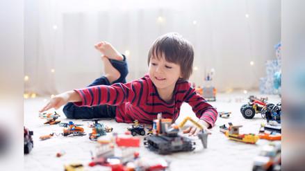 ¿Cómo se le enseña a un niño a compartir?