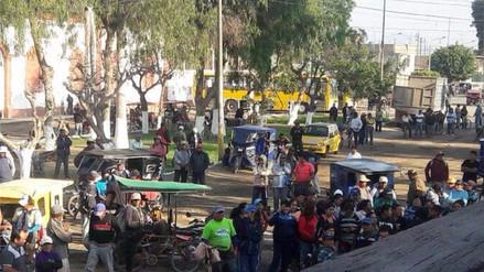 Obreros azucareros de Tumán protestan exigiendo cumplimiento de pagos