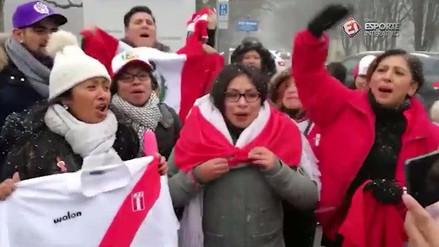 Peruanos apoyan a Paolo Guerrero afuera de su tribunal en Zúrich