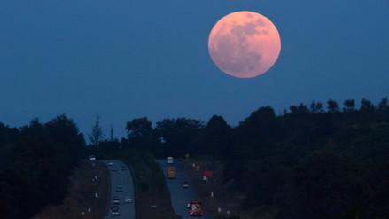 Las mejores imágenes de la noche de la Superluna por el mundo