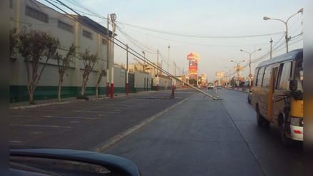 Conductores reportaron que postes caídos ocasionan caos vehicular en Lima y Callao