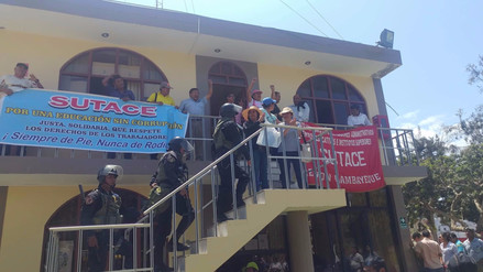 Administrativos de colegios se encadenan y toman instalaciones de la Ugel Chiclayo