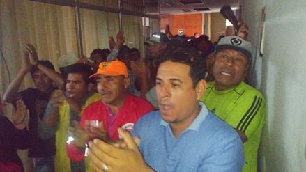 Obreros municipales de Chiclayo toman oficinas administrativas