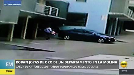 Un delincuente robó joyas de oro de un departamento en La Molina