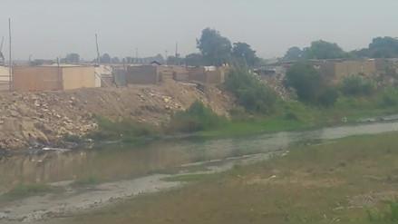Damnificados persisten en vivir a orillas de río Moche en Trujillo