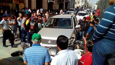 Nueve vehículos protagonizaron choque en el centro de Chiclayo