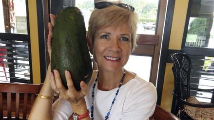 Mujer encuentra en Hawaii 'la palta más grande del mundo'