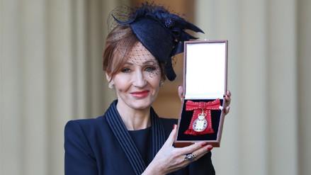 J.K. Rowling recibe importante reconocimiento de la realeza británica