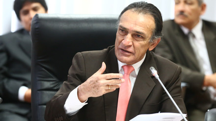 """Becerril: """"El país no puede estar en la incertidumbre de tener un presidente mitómano"""""""