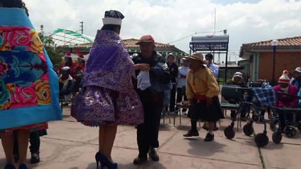Huancayo: escolares llevan alegría a albergue de adultos mayores