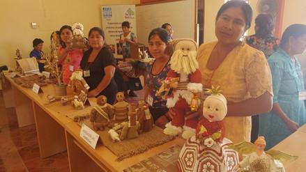 Artesanas elaboran adornos navideños a base de algodón nativo