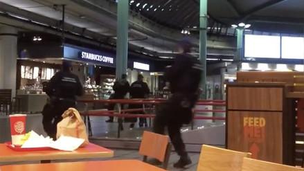 La Policía de Holanda disparó contra hombre armado en aeropuerto de Amsterdam