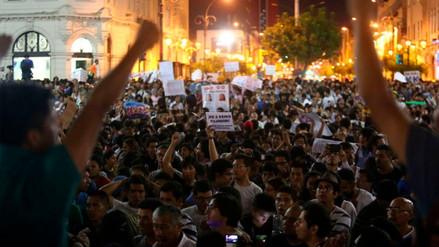Colectivos marcharon por el centro de Lima contra la vacancia a PPK
