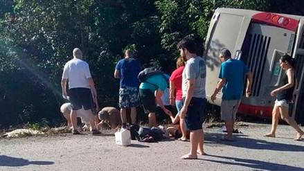 Mueren 12 turistas en un accidente de tránsito en el Caribe mexicano