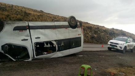 Despiste de minivan deja nueve heridos en la carretera Arequipa -  Puno