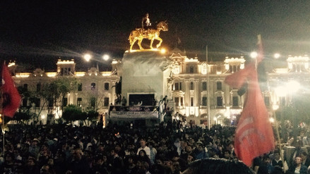 Colectivos marchan por Lima por la defensa de la democracia y contra la corrupción