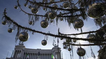 El triste final del árbol de Navidad de Roma