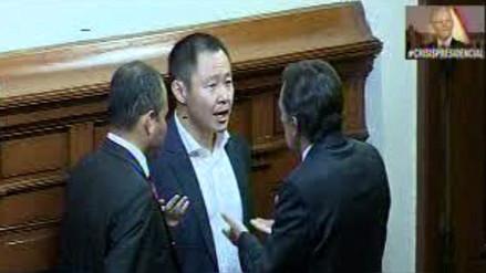 Captan a Héctor Becerril y Miguel Torres discutiendo con Kenji Fujimori en el Pleno
